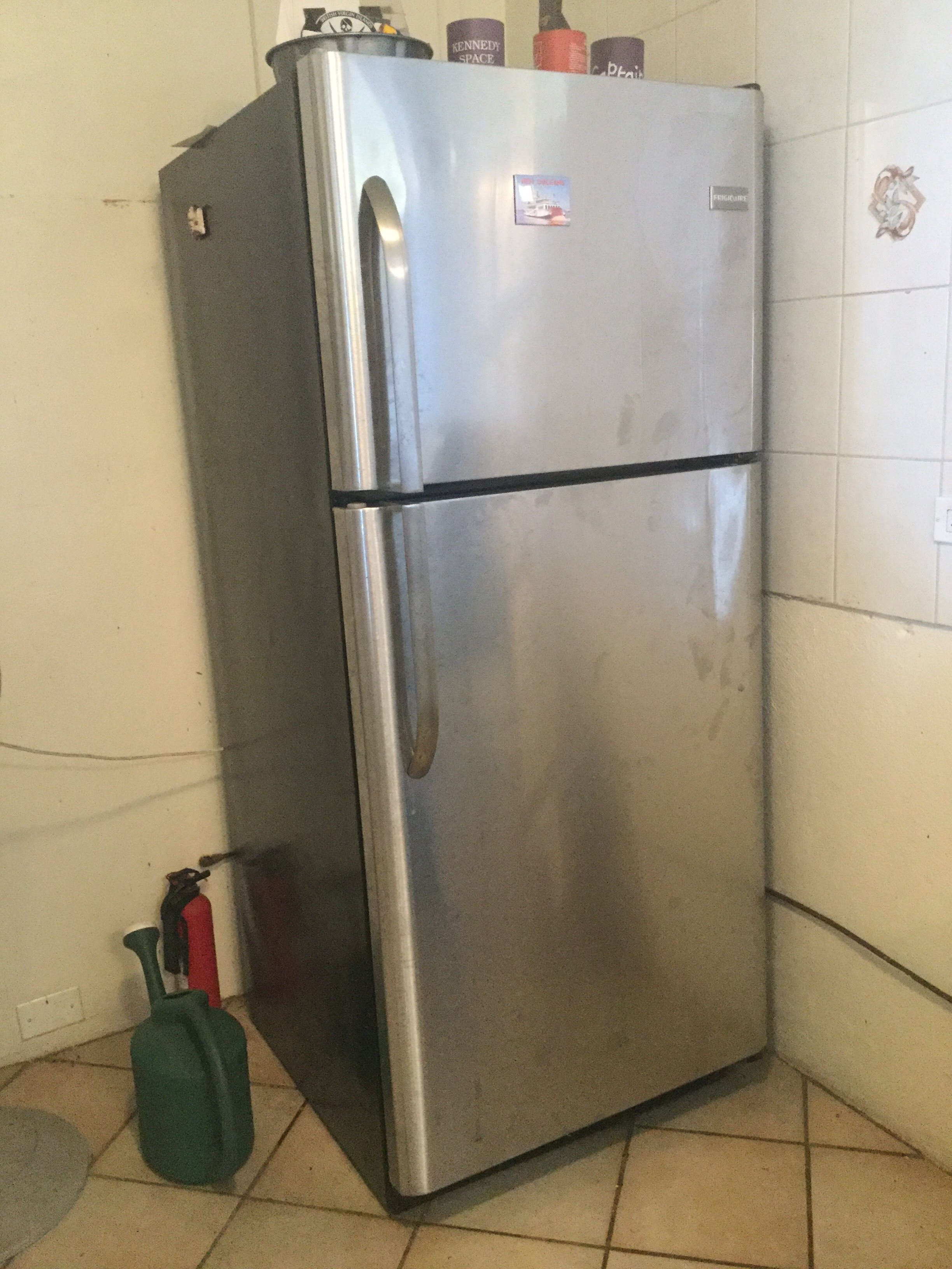 Fresh Mango donates fridge freezer
